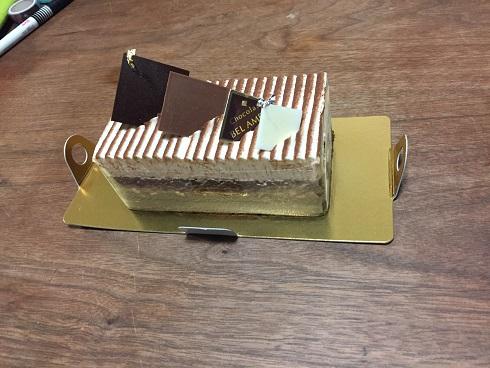 タイミングずれのホワイトデーとお土産のケーキ
